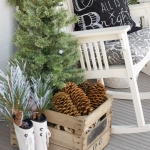 https://www.homestoriesatoz.com/decorating/20-beautiful-christmas-porch-ideas.html