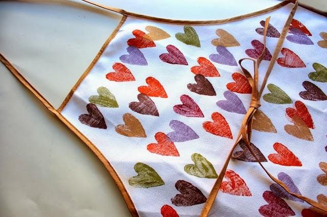25 Valentine Heart Crafts - Hand Stamped Valentine Wreath by Pretty Life Girls