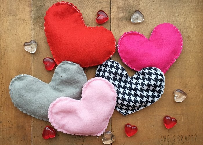 25 Valentine Heart Crafts - Heart Hand Warmers by She's Crafty