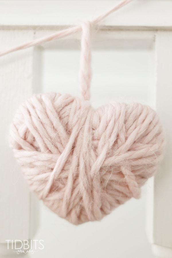 25 Valentine Heart Crafts - Valentine Yarn Heart by Tidbits