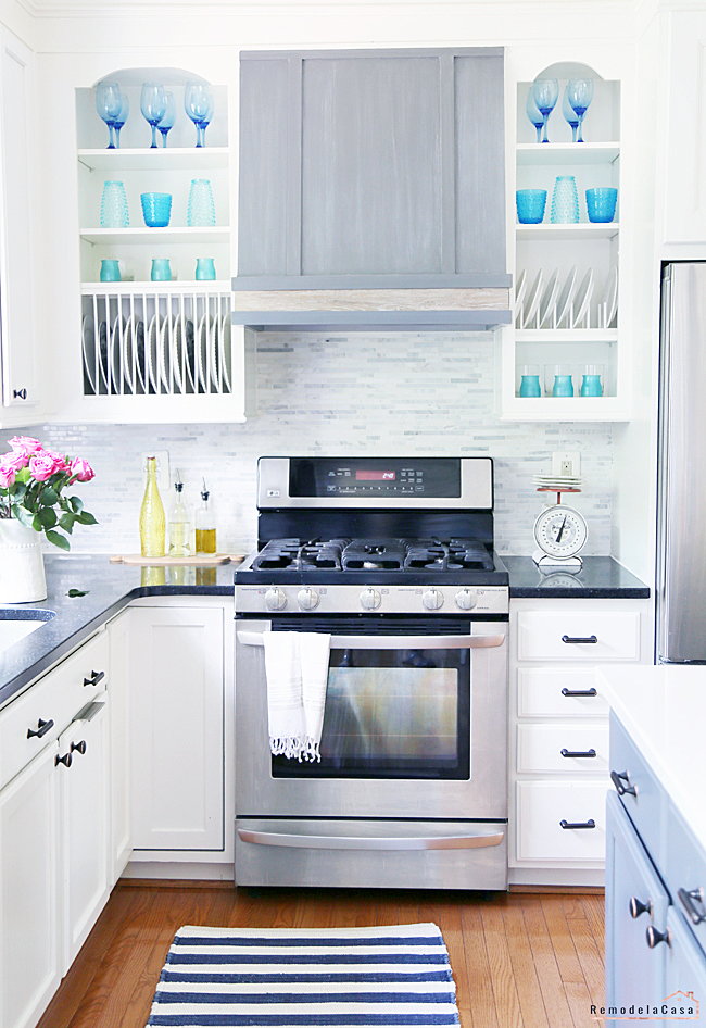 Summer Decor Ideas - Gorgeous Summer Kitchen by RemodelaCasa