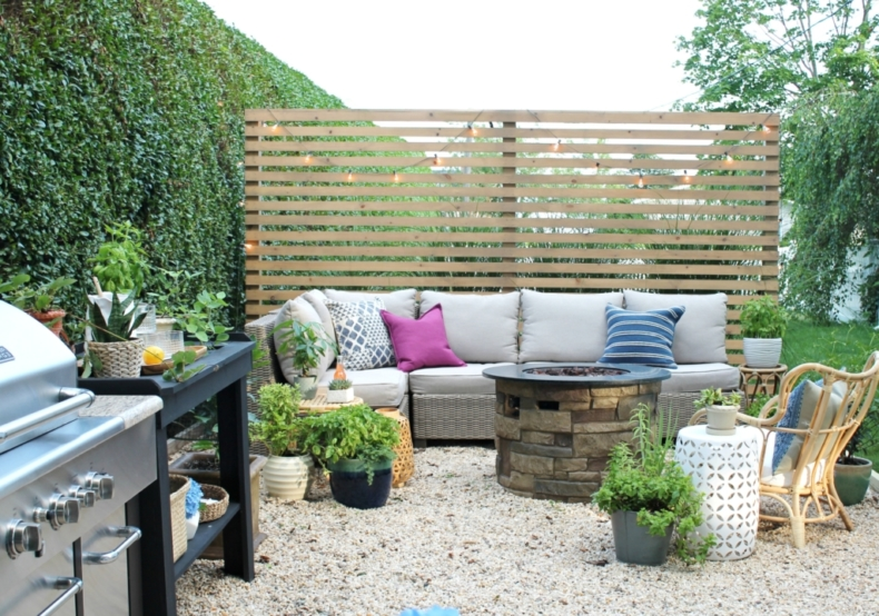 DIY Backyard Projects - Modern Wood Slatted Outdoor Privacy Screen by City Farmhouse