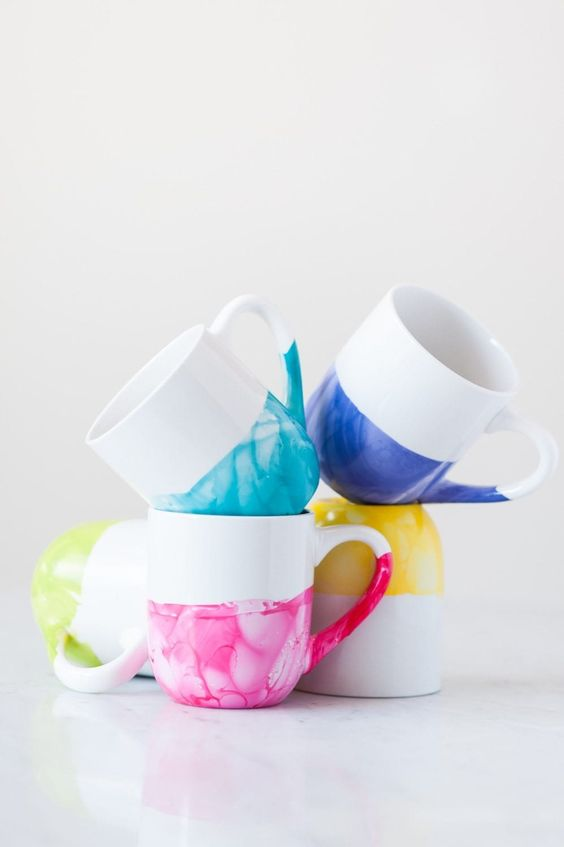 Fun Gifts and Crafts to Make This Summer - DIY Marble Dipped Cup by The Sweetest Occasion