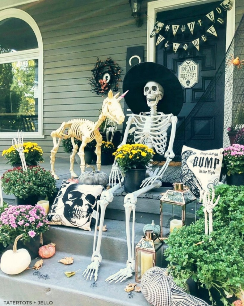 Halloween Porch and Door Ideas - Tatertots & Jello