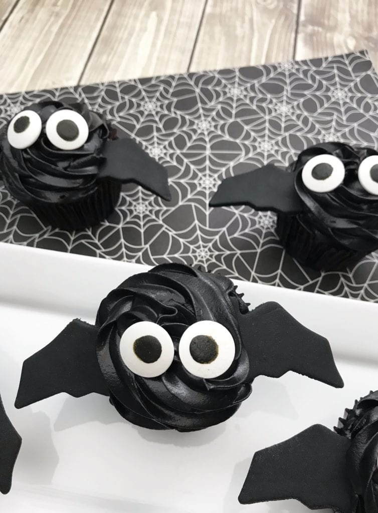 21 Halloween Treats - Bat Cupcakes by The Sweetest Digs