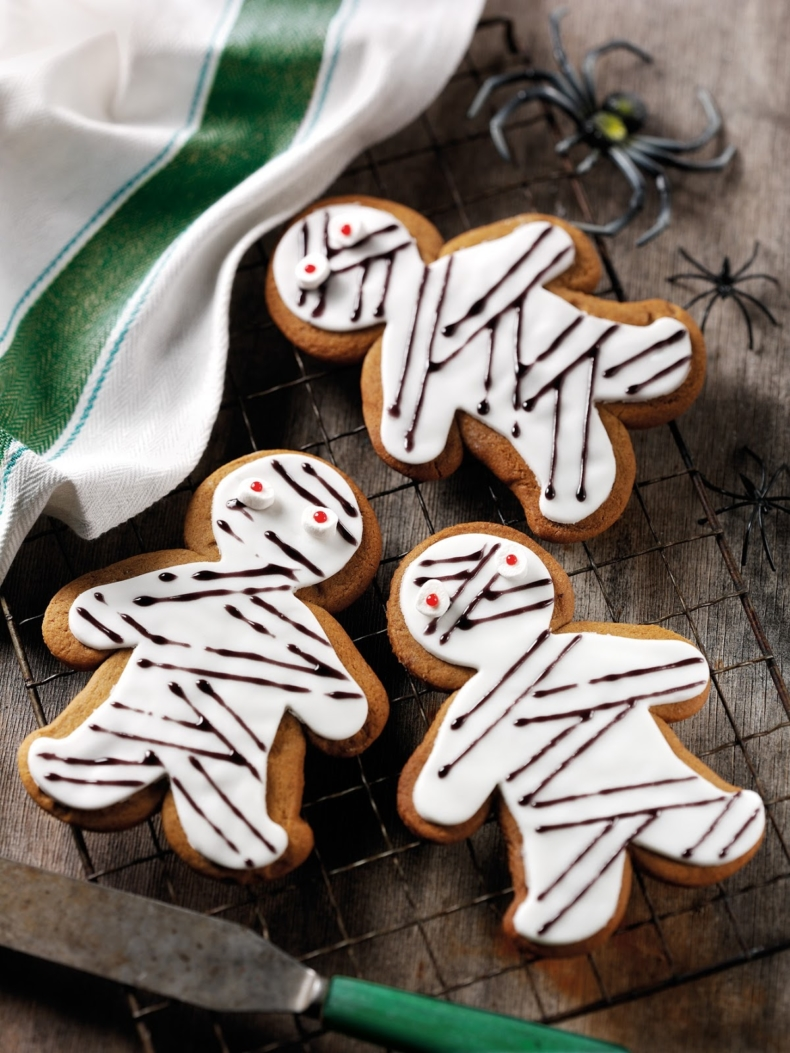 21 Halloween Treats - Gingerbread Mummy by Claire Justine