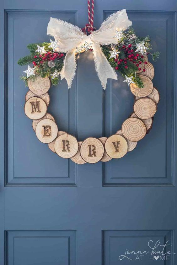 Christmas Wreath Ideas - DIY Wood Slice Holiday Wreath by Jenna Kate