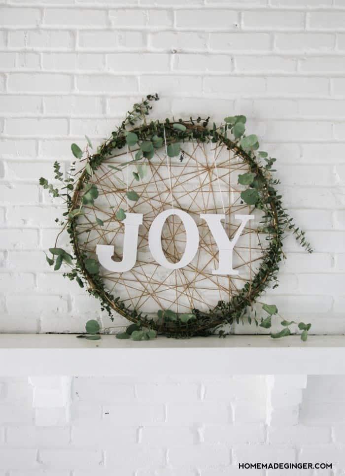 Christmas Wreath Ideas - Giant DIY Christmas Wreath by Homemade Ginger