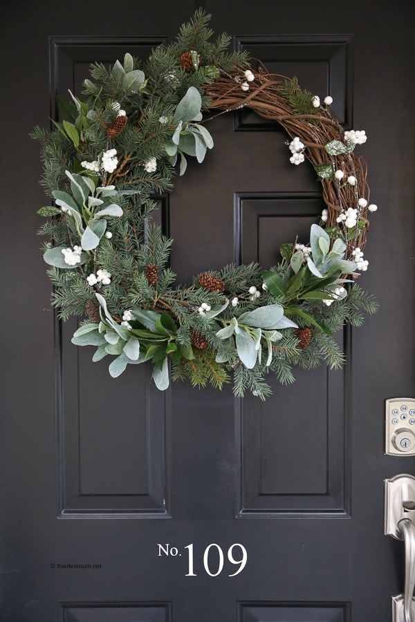 Christmas Wreath Ideas - Rustic Farmhouse Wreath by The Idea Room