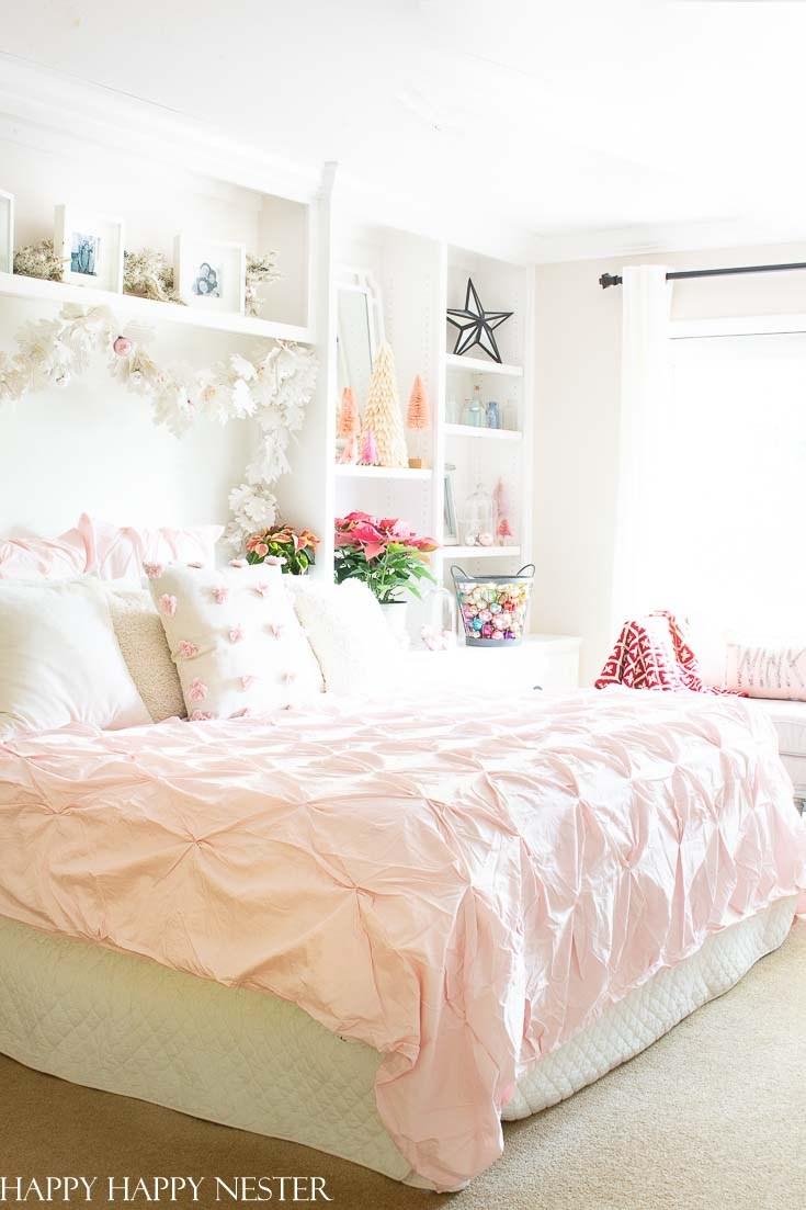 Christmas Bedroom Decor Ideas - Easy Vintage Christmas Bedroom by Happy Happy Nester