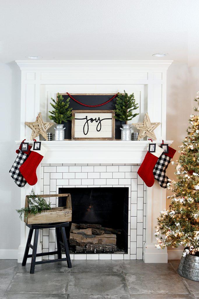 Christmas Mantel Decor Ideas - Farmhouse Christmas Mantel by Eighteen25