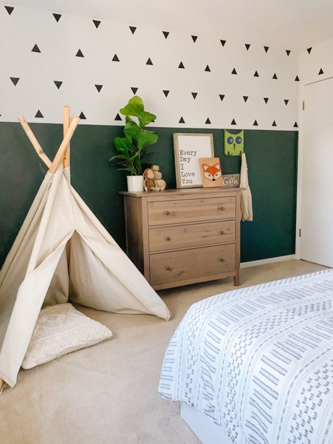 Accent Wall Ideas - Boys Boho Bedroom by Sprucing Up Mamahood