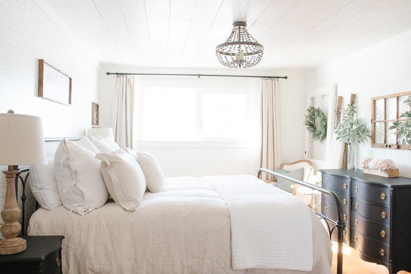 Farmhouse-Spring-Bedroom-Tour