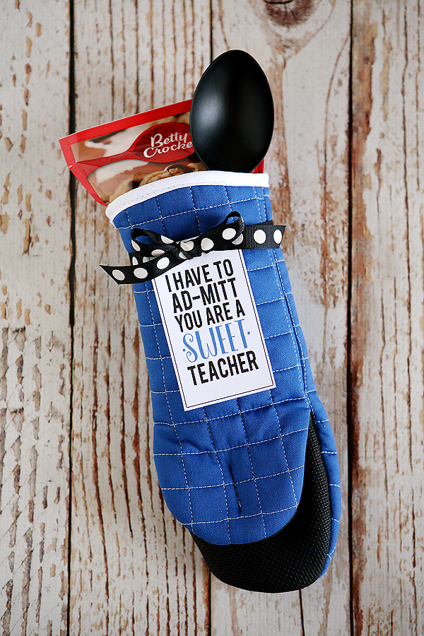 Teacher Gift Ideas - Oven Mit Teacher Gift by Eighteen25