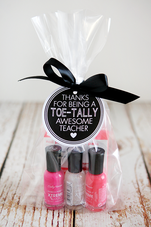 Teacher Gift Ideas - Toetally Awesome Teacher by Eighteen25